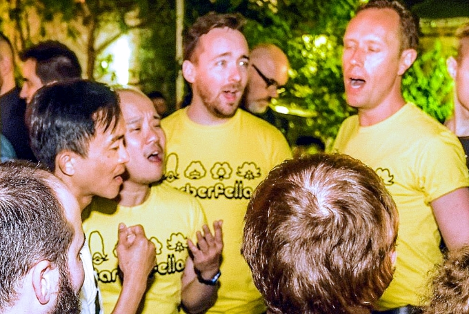 Barberfellas singing outdoors in Mallorca.